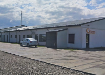 Installation de menuiseries PVC à l'usine de Laktotrio
